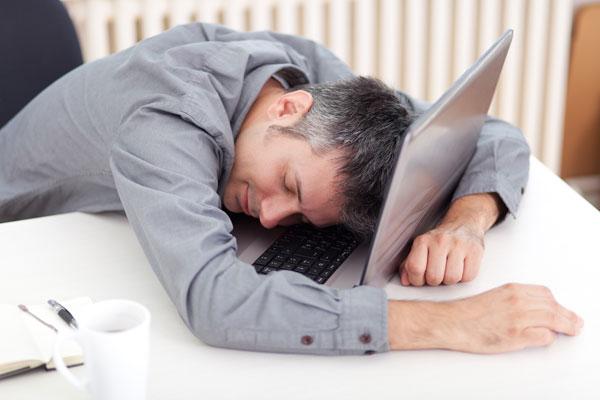 ¿Roncas y estás todo el día cansado y con sueño?