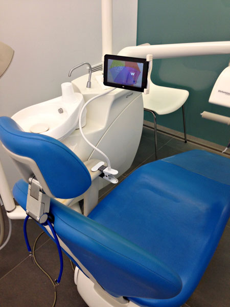 detalle-tablet-tratamiento-dental-aguilar-dental-salut