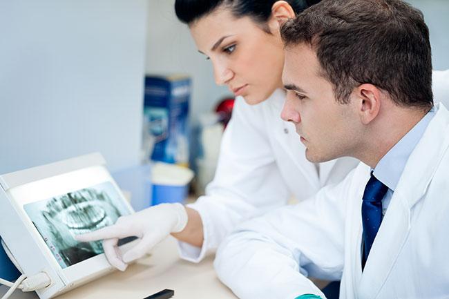 Implantes dentales, procedimiento: el diagnóstico