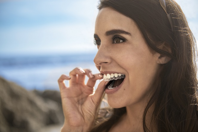 """Gratis: nuestro eBook """"Guía Invisalign, la Ortodoncia Invisible"""""""